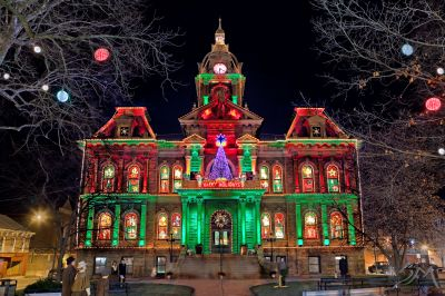 the courthouse comes alive nightly with thousands of pulsating lights synchronized to holiday musicthis magnificent 1881 building jumps into the 21st - Christmas Lights Synchronized To Music